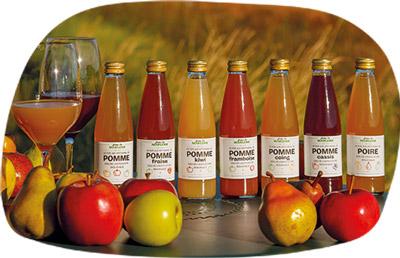 Jus de fruits sur une table